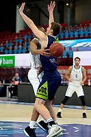 10-04-2021: Basketbal: Donar Groningen v ZZ Leiden: Groningen, Donar speler Juwann James en Leiden speler luuk van Bree maken een dansje