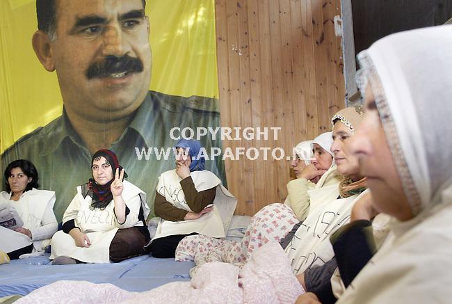 Arnhem, 161003<br />Koerdisch vrouwen in hongerstaking.<br />Foto: Sjef Prins - APA Foto