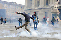 Scontri durante la protesta dei Forconi in piazza Castello a Torino Torino 09/12/2013  Foto Stringer / Insidefoto