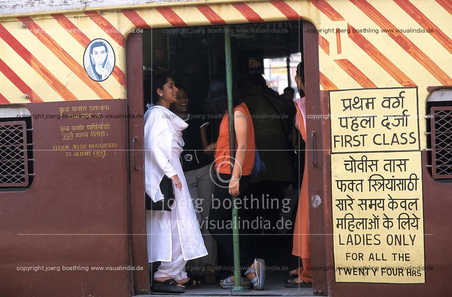 INDIA Mumbai Bombay, female commuter in crowded City train of western railways which connects the surburbans, for women exist special  women compartment to protect them from sexual harassment and violence of men / INDIEN Bombay Mumbai, weibliche Pendler in ueberfuellten S-Bahn Zuegen, fuer Frauen gibt es spezielle Frauenabteile, um Sie vor sexuellen Uebergriffen und Gewalt, sowie Grabschereien von Maennern zu schuetzen