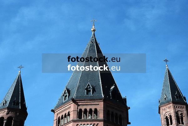 Church-towers of the Saint Martin's Dome in Mainz<br /> <br /> Campanarios de la catedral San Martín en Maguncia<br /> <br /> Kirchtürme des Mainzer Doms Sankt Martin, Mittelturm (1870) von Petrus Cuypers<br /> <br /> Original: 35 mm slide transparency