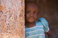 Afrique/Afrique de l'Est/Tanzanie/Zanzibar/Ile Unguja/Makunduchi: scenes de vie au village - fillette