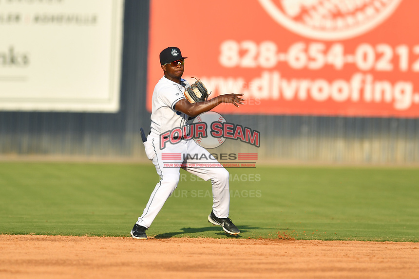 Asheville Tourists shortstop Freudis Nova (7) throws the ball to second base during a game against the Aberdeen IronBirds on June 18, 2021 at McCormick Field in Asheville, NC. (Tony Farlow/Four Seam Images)