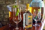 MUS, Mauritius, Savanne, St. Aubin: Rumprobe einheimischer Produktion - Vanille-Rum | MUS, Mauritius, Savanne, St. Aubin: degustation of local Vanilla-Rum
