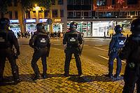 """Mehrere hundert Rechte, Nazis und Hooligans und rassistische Buerger protestierten am Donnerstag den 15. September 2016 im saechsischen Bautzen gegen Fluechtlinge. In den Tagen zuvor war es auf dem Kornmarkt, im Zentrum der Stadt, zu Auseinandersetzungen gekommen, in deren Zuge unbegleitete minderjaehrige Fluechtlinge von den Rechten durch die Stadt gejagt wurden. Mehrere Fluechtlinge  wurden dabei verletzt, einer musste im Krankenhaus aertzlich versorgt werden.<br /> Fuer den 15. September hatten Antirassisten eine Kundgebung auf dem Kornmarkt angemeldet. Die Rechten besetzen jedoch den Platz und den Antirassisten gelang es nur unter Polizeischutz eine kurze Kundgebung abzuhalten und wurden dann von der Polizei vom Platz geleitet.<br /> Die Rechten versuchten die Kundgebung anzugreifen, dabei kam es zu Flaschenwuerfen und einem Angriff auf einen Kameramann. Es wurden Parolen wie """"Deutschland den Deutschen, Auslaender raus!"""", """"Luegenpresse"""" und """"Bautzen bleibt deutsch"""" gegroehlt. Ein Rechter wurde lt. Polizei festgenommen.<br /> 15.9.2016, Bautzen/Sachsen<br /> Copyright: Christian-Ditsch.de<br /> [Inhaltsveraendernde Manipulation des Fotos nur nach ausdruecklicher Genehmigung des Fotografen. Vereinbarungen ueber Abtretung von Persoenlichkeitsrechten/Model Release der abgebildeten Person/Personen liegen nicht vor. NO MODEL RELEASE! Nur fuer Redaktionelle Zwecke. Don't publish without copyright Christian-Ditsch.de, Veroeffentlichung nur mit Fotografennennung, sowie gegen Honorar, MwSt. und Beleg. Konto: I N G - D i B a, IBAN DE58500105175400192269, BIC INGDDEFFXXX, Kontakt: post@christian-ditsch.de<br /> Bei der Bearbeitung der Dateiinformationen darf die Urheberkennzeichnung in den EXIF- und  IPTC-Daten nicht entfernt werden, diese sind in digitalen Medien nach §95c UrhG rechtlich geschuetzt. Der Urhebervermerk wird gemaess §13 UrhG verlangt.]"""
