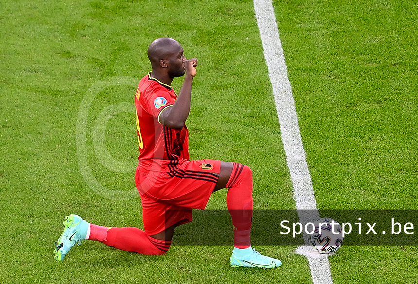 Belgian forward Romelu Lukaku (9) pictured kneeling down for BLM Black Lives Matter ahead of a soccer game during the quarter final Euro 2020 European Championship between the Belgian national soccer team Red Devils and Italy , called the Azzurri , on friday 2 nd of July 2021  in the Allianz Arena in Munchen , Germany . PHOTO SPORTPIX | SPP | DAVID CATRY