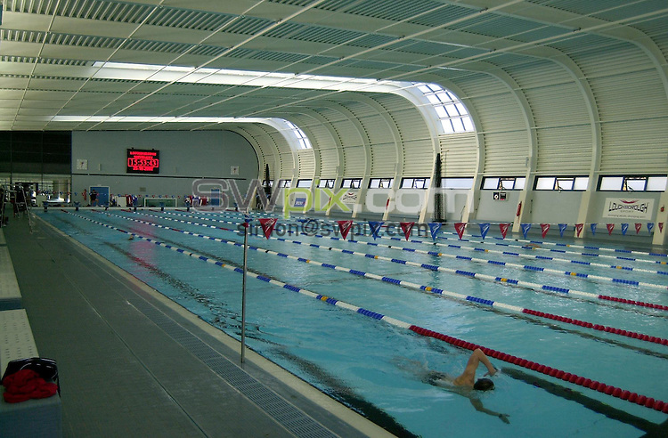 Pix: Matthew Lewis/SWpix.com. Swimming. National Youth Squad Swimming, Loughborough University. 25/10/2002...COPYRIGHT PICTURE>>SIMON WILKINSON>>01943 436649>>..Generic, Loughborough University's Swimming Pool.
