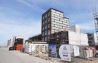 Nederland - Amsterdam- 2021.   Op het nieuw aangelegde Centrumeiland worden huizen gebouwd naar eigen ontwerp. Het wordt een van de duurzaamste ontwikkellocaties van de stad, mede door het systeem van warmte koude opslag WKO. Daarmee worden de huizen op het hele eiland voorzien van warmte en koude uit de bodem. Energieneutraal en rainproof. Foto ANP / Hollandse Hoogte / Berlinda van Dam