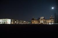 Der Reichstag, Sitz des Deutschen Bundestag, am Mittwoch den 1. Maerz 2018 bei Vollmond.<br /> Links, das Paul-Loebe-Haus.<br /> 1.3.2018, Berlin<br /> Copyright: Christian-Ditsch.de<br /> [Inhaltsveraendernde Manipulation des Fotos nur nach ausdruecklicher Genehmigung des Fotografen. Vereinbarungen ueber Abtretung von Persoenlichkeitsrechten/Model Release der abgebildeten Person/Personen liegen nicht vor. NO MODEL RELEASE! Nur fuer Redaktionelle Zwecke. Don't publish without copyright Christian-Ditsch.de, Veroeffentlichung nur mit Fotografennennung, sowie gegen Honorar, MwSt. und Beleg. Konto: I N G - D i B a, IBAN DE58500105175400192269, BIC INGDDEFFXXX, Kontakt: post@christian-ditsch.de<br /> Bei der Bearbeitung der Dateiinformationen darf die Urheberkennzeichnung in den EXIF- und  IPTC-Daten nicht entfernt werden, diese sind in digitalen Medien nach §95c UrhG rechtlich geschuetzt. Der Urhebervermerk wird gemaess §13 UrhG verlangt.]
