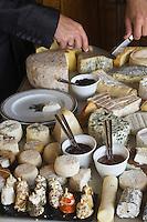 Europe/France/Provence-Alpes-Côte d'Azur/83/Var/La Cadière d'Azur: Service du fromage à l'Hostellerie Bérard
