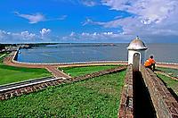 Forte de São José e Rio Amazonas em Macapá e Rio Amazonas. Amapá. 2003. Foto de Juca Martins.