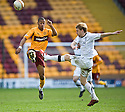 :: ABERDEEN'S STEVEN SMITH CLEARS FROM MOTHERWELL'S CHRIS HUMPHREY  ::