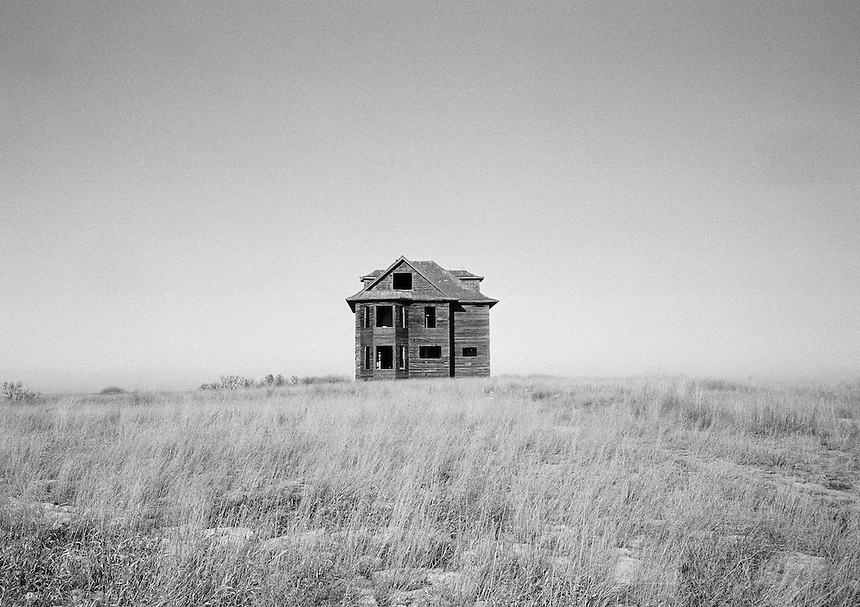 An abandoned home near Central Butte, Saskatchewan. MARK TAYLOR GALLERY.