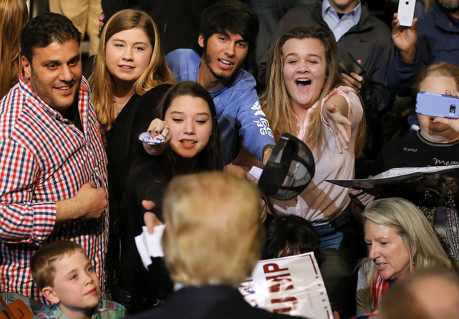 Republican U.S. presidential candidate Donald Trump greets young supporters after a rally in Baton Rouge, Louisiana February 11, 2016. REUTERS/Jonathan Bachman