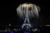 Feu d'artifice14 juillet 2016 Tour Eiffel depuis le Trocadero - Paris - FRANCE