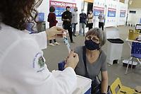 Campinas (SP), 28/04/2021 - Vacina - A Secretaria de Saude de Campinas (SP), disponibiliza um sistema de cadastro para pessoas interessadas em receber as doses restantes da vacina contra a covid-19. O agendamento e disponivel para idosos maiores de 60 anos.<br />Atualmente na campanha de imunizacao estao sendo vacinados idosos com mais de 64 anos, sendo que para aqueles com 63 a vacinacao comeca amanha (29). (Foto: Denny Cesare/Codigo 19/Codigo 19)