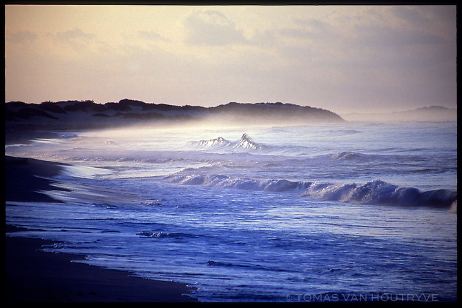 Waves break on Stero beach on the South coast of the island of Socotra, Yemen on Saturday, 21 May 2005.<br />