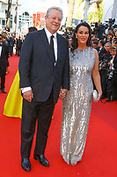 Al Gore et Elizabeth Keadle sur le tapis rouge pour la soirée dans le cadre de la journée anniversaire de la 70e édition du Festival du Film à Cannes, Palais des Festivals et des Congres, Cannes, Sud de la France, mardi 23 mai 2017.