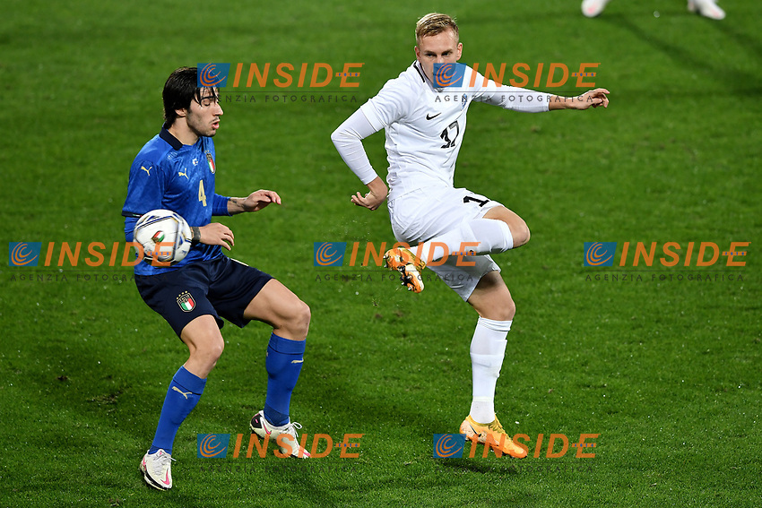 Sandro Tonali of Italy and Martin Miller of Estonia compete for the ball during the friendly football match between Italy and Estonia at Artemio Franchi Stadium in Firenze (Italy), November, 11th 2020. Photo Andrea Staccioli/ Insidefoto
