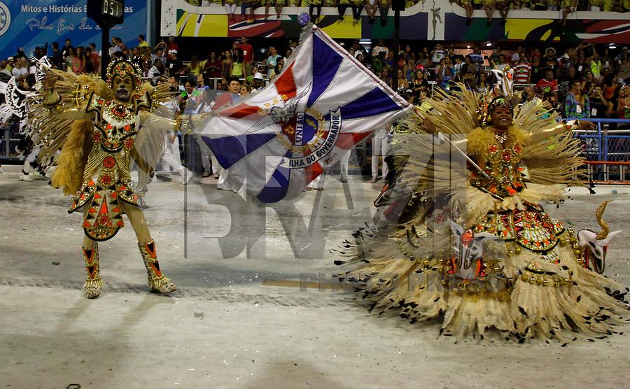 RIO DE JANEIRO, RJ, 07 DE MARÇO DE 2011 - CARNAVAL RJ - UNIÃO DA ILHA - Integrantes da Escola de União da Ilha, se apresentam no Sambódromo da Marquês de Sapucaí, durante o segundo dia dos desfiles do Grupo Especial do Carnaval 2011, do Rio de Janeiro, na noite desta segunda-feira (7). (FOTO: WILLIAM VOLCOV / NEWS FREE).