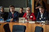 """Bundeskonferenz der """"Jungen Islam Konferenz"""" (JIK) vom 24. bis 26. Maerz 2017 in Berlin.<br /> Ca. 50 Junge Menschen verschiedener Religionen trafen sich zu der Bundeskonferenz im Deutschen Bundestag.<br /> Am Eroeffnungstag sprach die Staatsministerin fuer Integration, Aydan Oezoguz (SPD) zu den Konferenz-Teilnehmern.<br /> Im Bild: Konferenzteilnehmer.<br /> 24.3.2017, Berlin<br /> Copyright: Christian-Ditsch.de<br /> [Inhaltsveraendernde Manipulation des Fotos nur nach ausdruecklicher Genehmigung des Fotografen. Vereinbarungen ueber Abtretung von Persoenlichkeitsrechten/Model Release der abgebildeten Person/Personen liegen nicht vor. NO MODEL RELEASE! Nur fuer Redaktionelle Zwecke. Don't publish without copyright Christian-Ditsch.de, Veroeffentlichung nur mit Fotografennennung, sowie gegen Honorar, MwSt. und Beleg. Konto: I N G - D i B a, IBAN DE58500105175400192269, BIC INGDDEFFXXX, Kontakt: post@christian-ditsch.de<br /> Bei der Bearbeitung der Dateiinformationen darf die Urheberkennzeichnung in den EXIF- und  IPTC-Daten nicht entfernt werden, diese sind in digitalen Medien nach §95c UrhG rechtlich geschuetzt. Der Urhebervermerk wird gemaess §13 UrhG verlangt.]"""