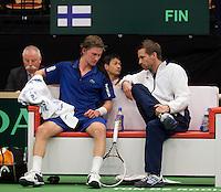12-02-12, Netherlands,Tennis, Den Bosch, Daviscup Netherlands-Finland,  Juho Paukku op de bank