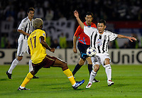 Fudbal, Champions league,Group H season 2010/2011.Partizan Vs. Arsenal.Alex Song, left and Sasa Ilic, right.Beograd, 29.09.2010..foto: Srdjan Stevanovic/Starsportphoto ©