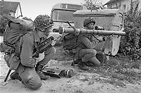 - Franco-German bilateral military exercise in Bavaria, French paratroopers with an anti-tank weapon, September 1987<br /> <br /> - Esercitazione militare bilaterale franco-tedesca in Baviera, paracadutisti francesi con un'arma anticarro, Settembre 1987
