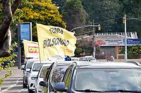 PORTO ALEGRE, RS, 23/01/2021 - ATO - FORA BOLSONARO - Movimentos sociais, populares, representantes de partidos políticos de oposição ao governo e entidades sindicais realizaram carreata em defesa da vacinação de toda a população brasileira contra a Covid-19 e o Impeachment do presidente da República Jair Bolsonaro (sem partido), do Largo Zumbi dos Palmares para as principais ruas, em Porto Alegre, neste sábado (23).