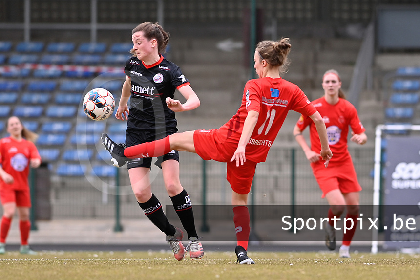 Summer Rogiers (8) of Zulte-Waregem and Selina Gijsbrechts (11) of Woluwe pictured during a female soccer game between FC Femina White Star Woluwe and SV Zulte Waregem on the fifth matchday of play off 2 in the 2020 - 2021 season of Belgian Scooore Womens Super League , Saturday 8 th of May 2021  in Woluwe , Belgium . PHOTO SPORTPIX.BE | SPP | DAVID CATRY