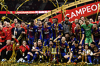 (180422) -- MADRID, April 22, 2018 (Xinhua) -- FC Barcelona's players and team members celebrate during the awarding ceremony after the Spanish King's Cup final match between FC Barcelona and Sevilla in Madrid, Spain, on April 21, 2018. FC Barcelona claimed the title by defeating Sevilla with 5-0. (Xinhua/Guo Qiuda) - Guo Qiuda - *** Local Caption *** © pixathlon<br /> Contact: +49-40-22 63 02 60 , info@pixathlon.de