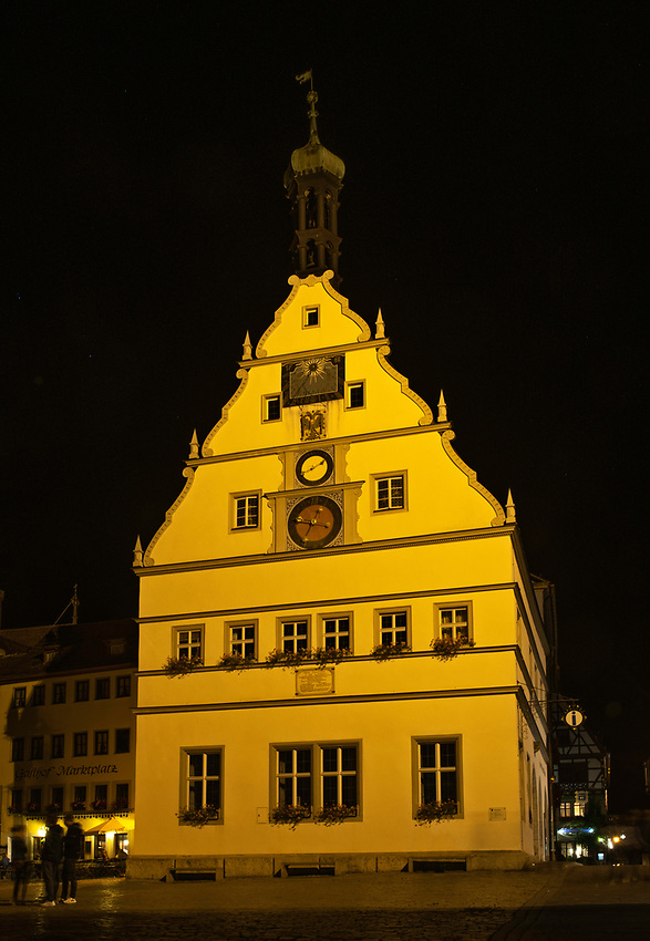 The Rattrinkstube, or town councillors' tavern, at night