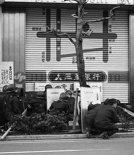 Members of a riot police squad prepare for storming into the Kitabatake branch of Mitsubishi Bank in Osaka, western Japan, Jan. 26, 1979, after a man with a rifle took more than 30 employees and customers of the branch hostage. The suspect shot dead two police officers and two bank employees, before being shot to death by the police two days later. (Jiji Press)