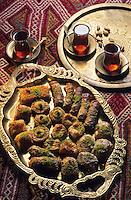 Europe/Turquie : Assortiment de pâtisseries orientales et thé