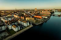 Corona Lockdown. Der er ikke meget trafik her mellem 6.06 og 7.34 fredag den 10. april ved Kgs Nytorv, Nyhavn, Havnegade og Knippelsbro i København. Foto: Jens Panduro