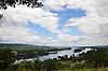 Blick vom Kempter Eck auf dem Rochusberg auf den Inselrhein vor Bingen, links die Rüdesheimer Aue, stromaufwärts die Ilmen Aue, und den Rheingau