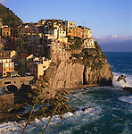 Italy, Liguria, Manarola: View of Cinque Terre village, UNESCO World Heritage Site | Italien, Ligurien, Cinque Terre, Manarola: UNESCO-Weltkulturerbe