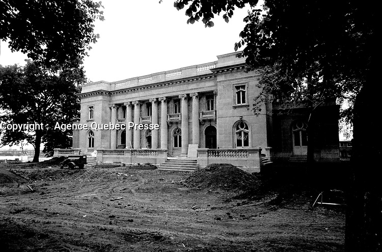 Outside wiew of the  Chateau Dufresne (under renovation). June 17, 1976.<br /> <br /> File Photo : Agence Quebec Presse - Alain Renaud