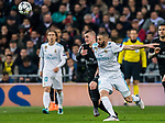 Karim Benzema (R) of Real Madrid fights for the ball with Marco Verratti of Paris Saint Germain during the UEFA Champions League 2017-18 Round of 16 (1st leg) match between Real Madrid vs Paris Saint Germain at Estadio Santiago Bernabeu on February 14 2018 in Madrid, Spain. Photo by Diego Souto / Power Sport Images