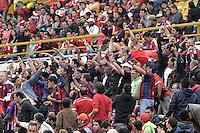 BOGOTÁ -COLOMBIA, 18-01-2015. Seguidores del Magdalena alientan a su equipo durante el encuentro entre Unión Magdalena y América de Cali por la fecha 2 de los cuadrangulares de ascenso Liga Aguila 2015 jugado en el estadio El Campín de la ciudad de Bogotá./ Followers of Magdalena support their team during the match between Union Magdalena and America de Cali for the second date of the promotional quadrangular Aguila League 2015 played at El Campin stadium in Bogotá city. Photo: VizzorImage/ Gabriel Aponte / Staff