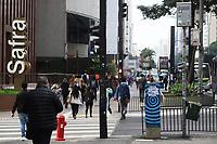 SÃO PAULO, SP, 01.06.2021 - CLIMA-SP - Manhã de céu encoberto e clima ameno, com temperatura na casa dos 18°, na Avenida Paulista, nesta terça-feira, 1. (Foto Charles Sholl/Brazil Photo Press)