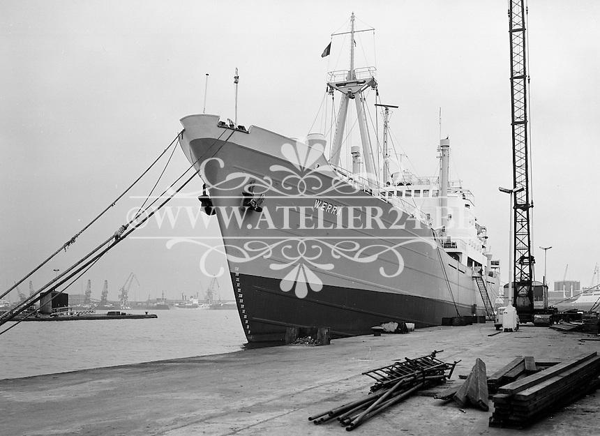 September 1965.  Schip Werra in de haven van Antwerpen.