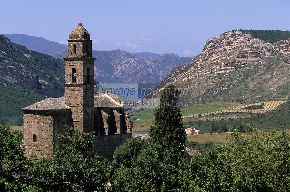 Europe/France/Corse/2B/Haute-Corse/Cap Corse/Nebbio/Patrimonio: L'église Saint-Martin et le vignoble AOC Patrimonio