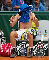 31-05-13, Tennis, France, Paris, Roland Garros,  Robin Haase changing his shirt