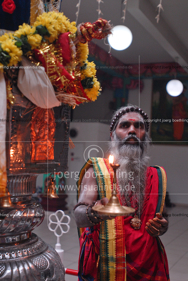 GERMANY Hamm , Hindus and tamil and indian refugee from all over europe celebrate festival at Hindu temple with procession prayer and ritual bath / DEUTSCHLAND Nordrhein-Westfalen Hamm , Hindufestival am groessten Hindutempel Europas im Gewerbegebiet Hamm Uetrop , Priester Sri Siva Paskaran