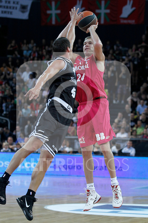 Bizkaia Bilbao Basket's Janis Blums (l) and Caja Laboral's Brad Oleson during Supercopa ACB Semifinal match.September 30,2011. (ALTERPHOTOS/Acero)