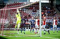 EMMEN - Voetbal, FC Emmen - Heracles Almelo , voorbereiding seizoen 2021-2022, 25-07-2021,  FC Emmen keeper Michael Brouwer op tijd in de hoek