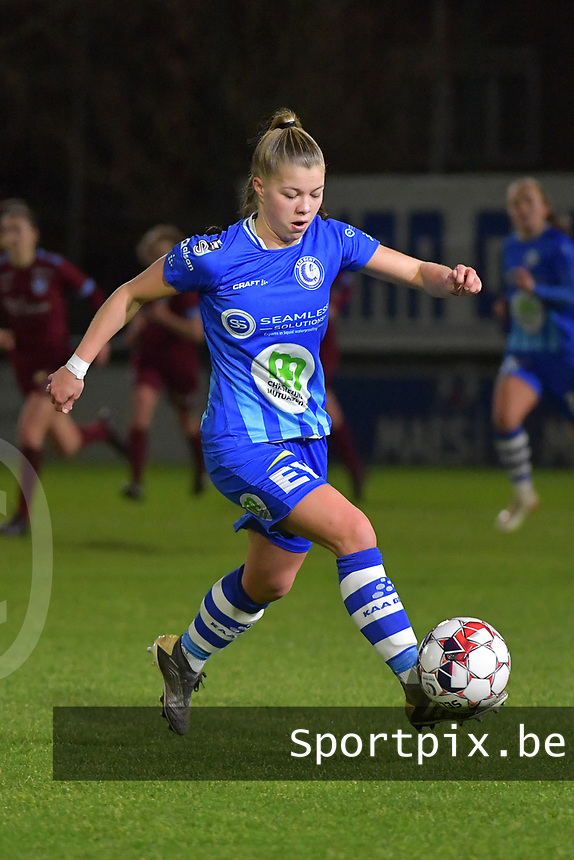 Lyndsey Van Belle (14) of AA Gent pictured during a female soccer game between  AA Gent Ladies and Racing Genk on the 12 th matchday of the 2020 - 2021 season of Belgian Scooore Womens Super League , friday 29 th of January 2021  in Oostakker , Belgium . PHOTO SPORTPIX.BE | SPP | DIRK VUYLSTEKE