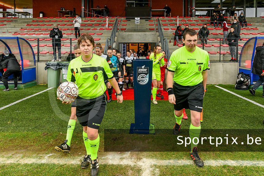 referee Sylvie Deckers , assistant referee Romain Delree pictured before a female soccer game between Standard Femina de Liege and Eendracht Aalst on the 12 th matchday of the 2020 - 2021 season of Belgian Scooore Womens Super League , saturday 30 th of January 2021 in Angleur , Belgium . PHOTO SPORTPIX.BE | SPP | STIJN AUDOOREN