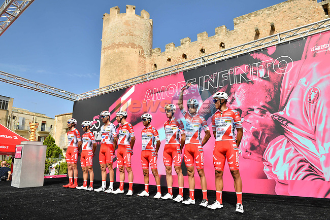 Androni Giocattoli-Sidermec at sign on before the start of Stage 2 of the 103rd edition of the Giro d'Italia 2020 running 149km from Alcamo to Agrigento, Sicily, Italy. 4th October 2020.  <br /> Picture: LaPresse/Massimo Paolone | Cyclefile<br /> <br /> All photos usage must carry mandatory copyright credit (© Cyclefile | LaPresse/Massimo Paolone)